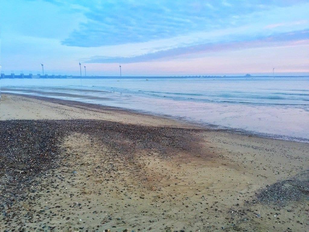 mooie strandwandeling zee