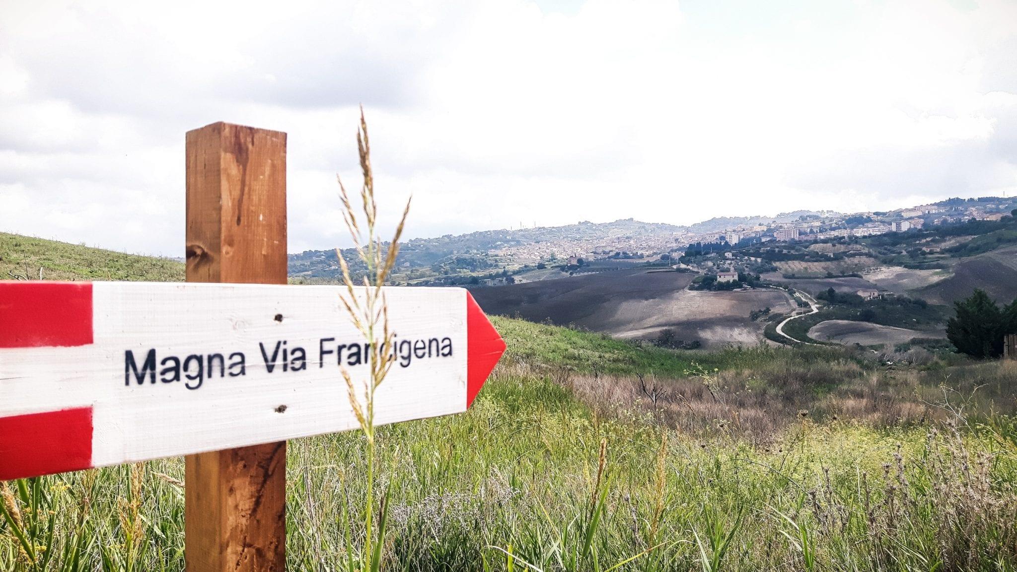 Pelgrimspaden-op-Sicilie-Routebord Magna Via8