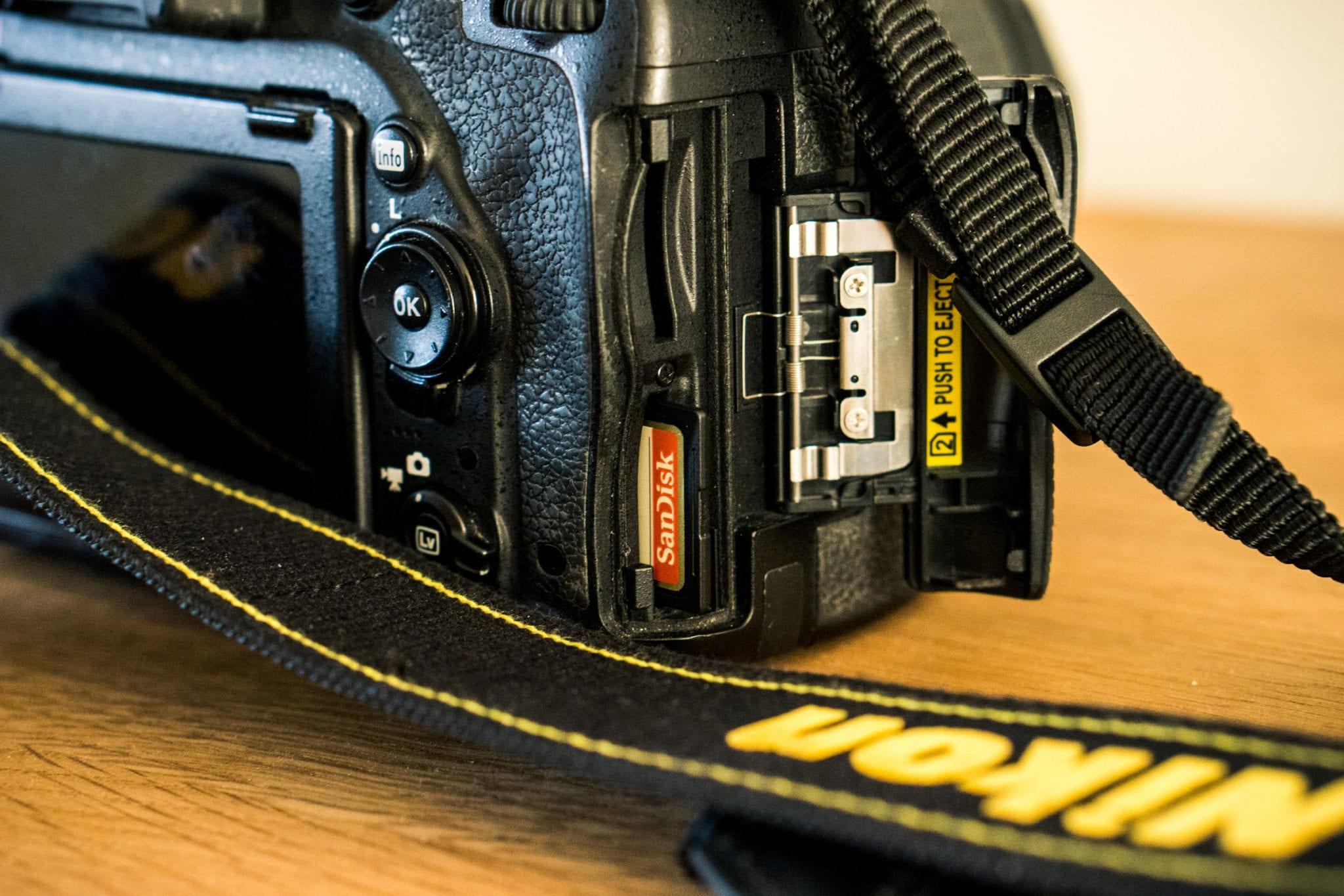 Nikon-D750 SD sloten