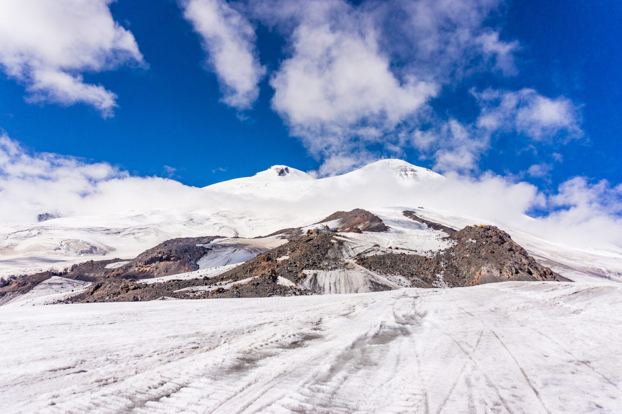 Zuidzijde van de Elbrus west en oosttop