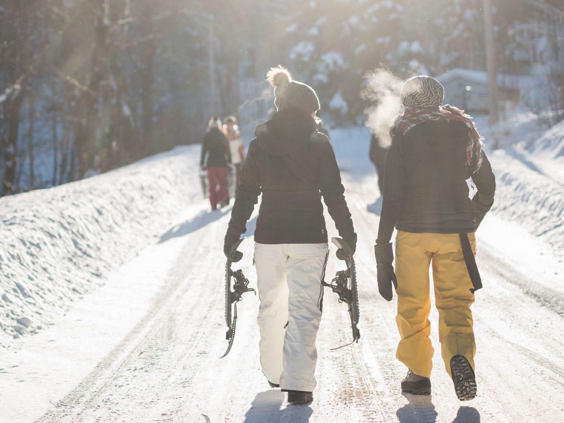tofste wintersportactiviteiten sneeuwschoenwandelen