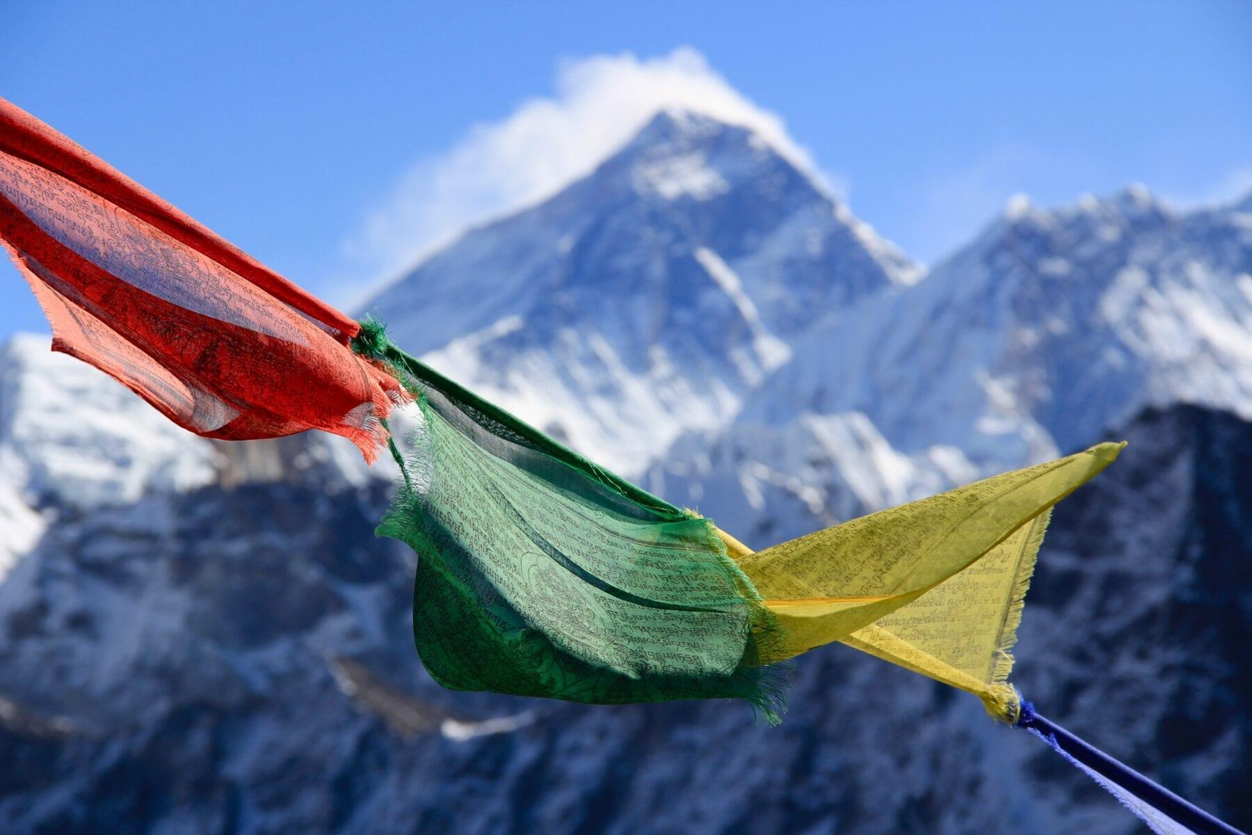 Noordzijde Mount Everest Nepalese vlag