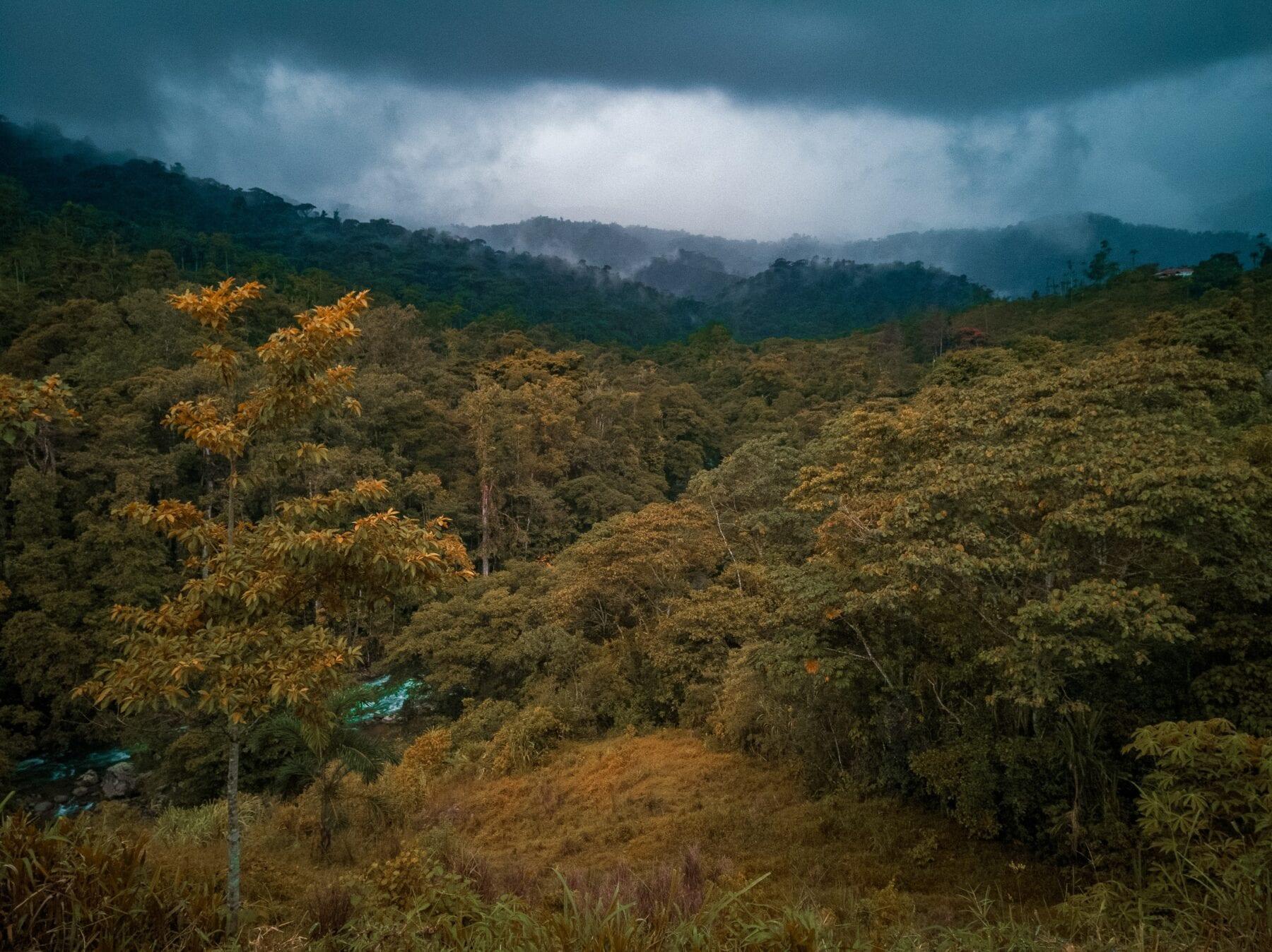 Uitzicht over de bergen van avontuurlijk Costa Rica