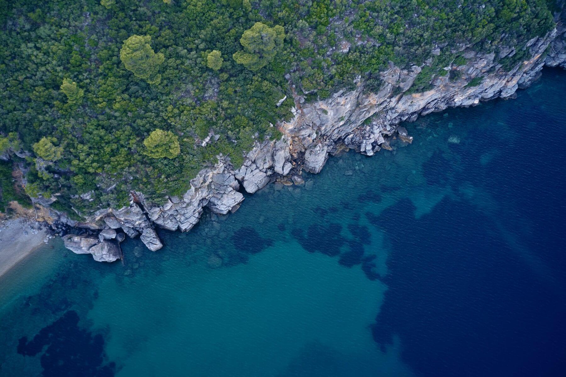 Epische roadtrip naar Griekenland klif