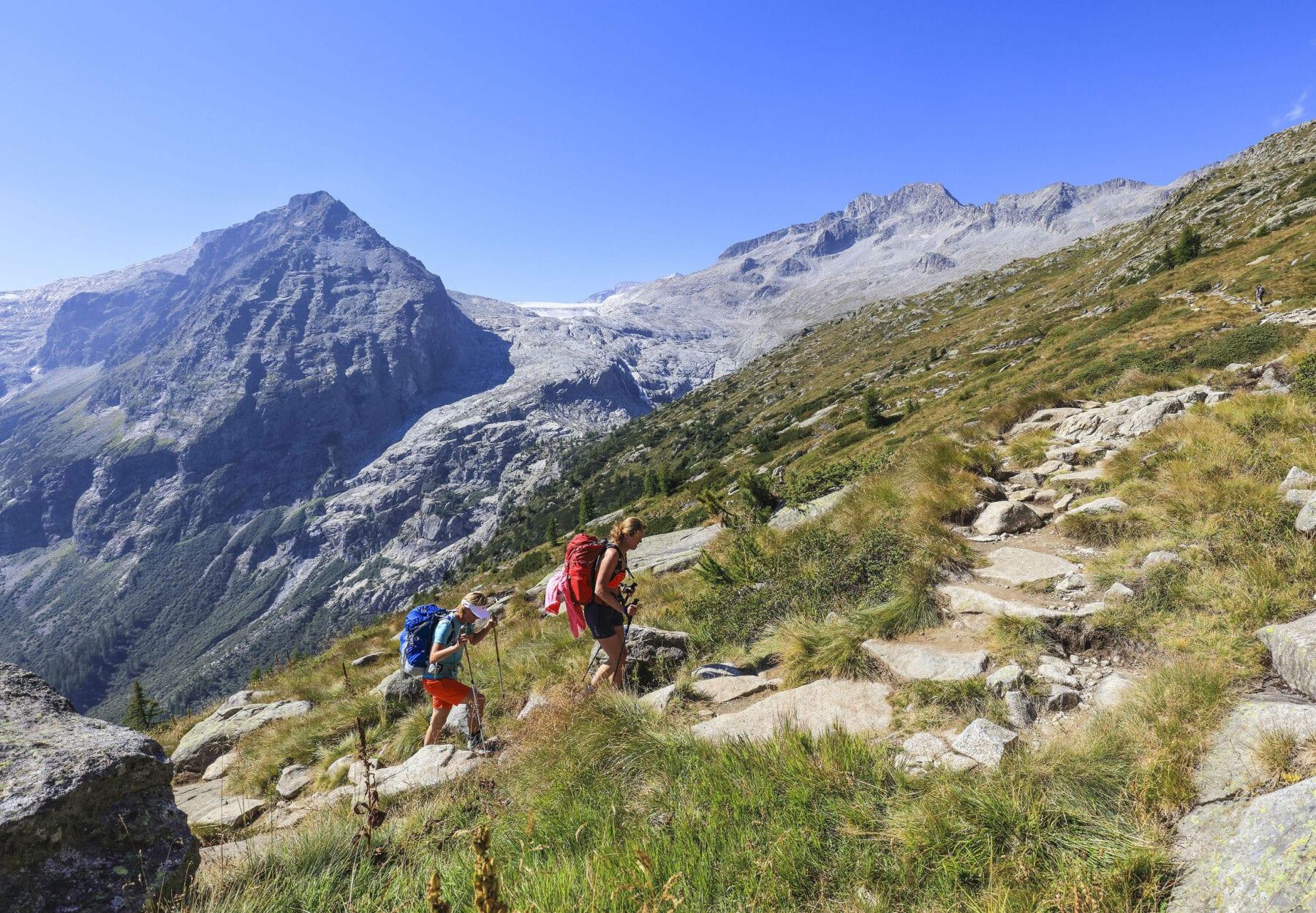 berghutten Trentino Corona hikers