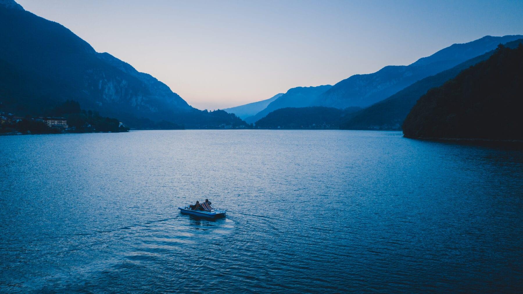 Ledromeer Lago di Ledro Zonsopkomst waterfietsen