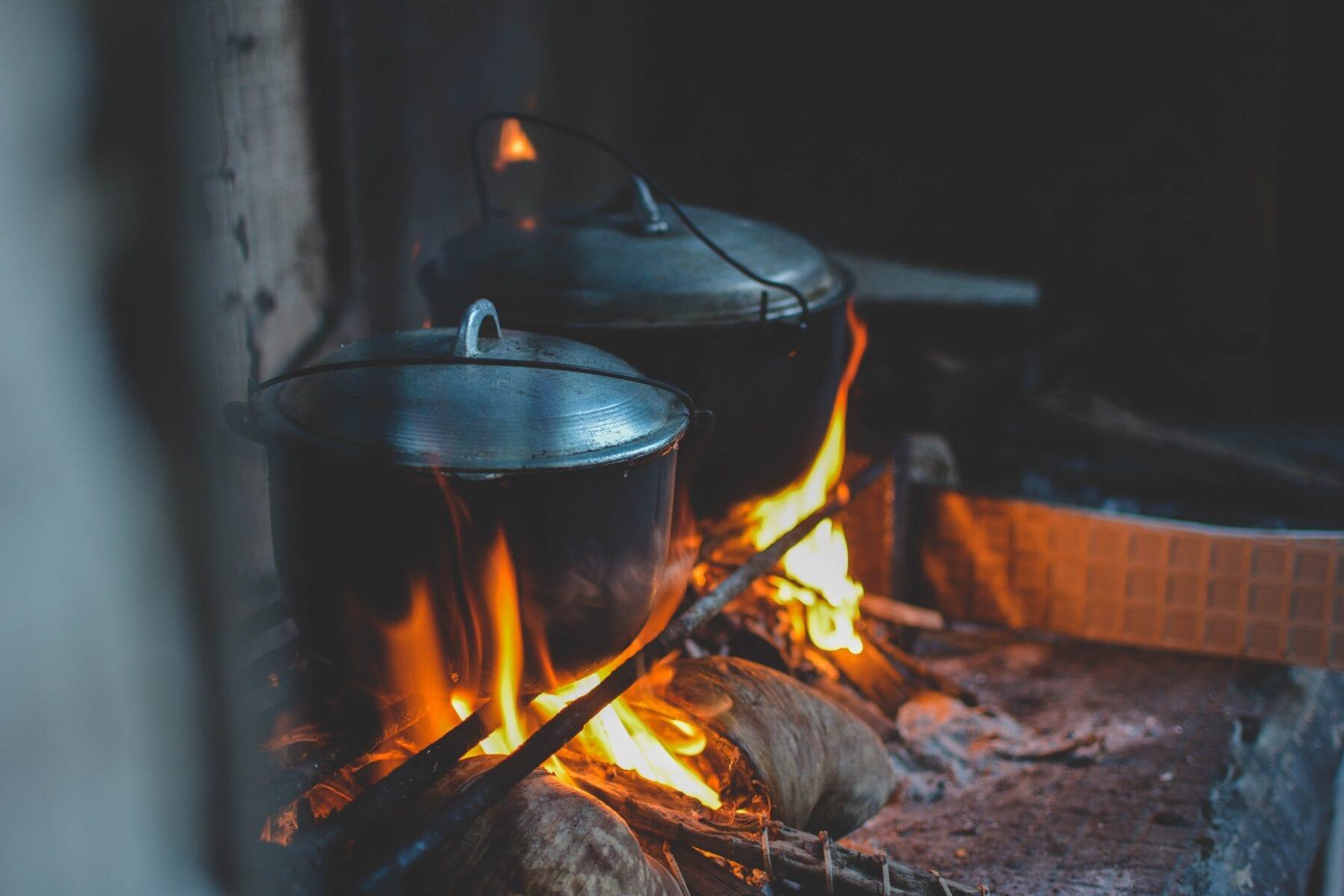 Kampvuur recepten pannen op vuur