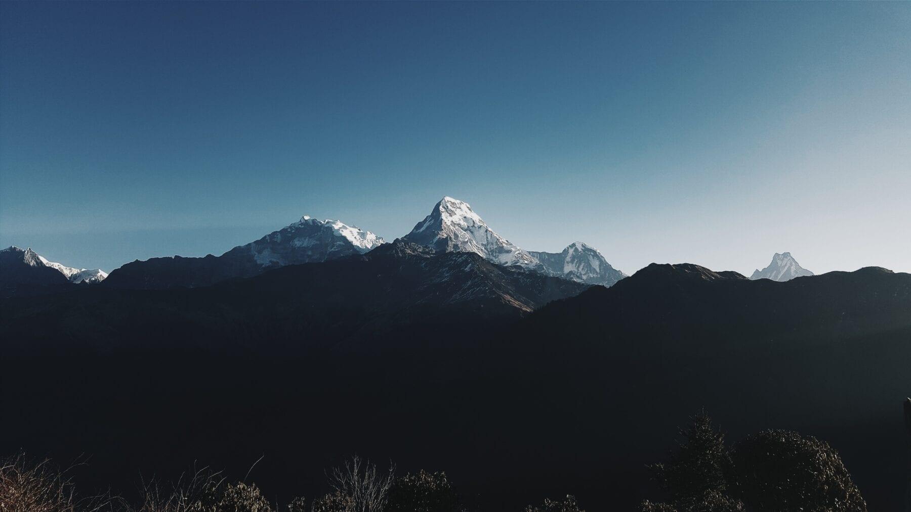 De bergtoppen van Annapurna Circuit Trekking