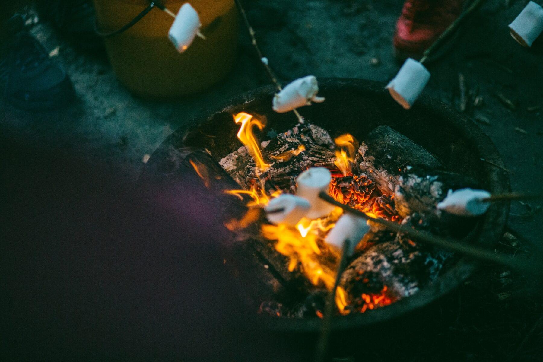 Koken op vuur spies