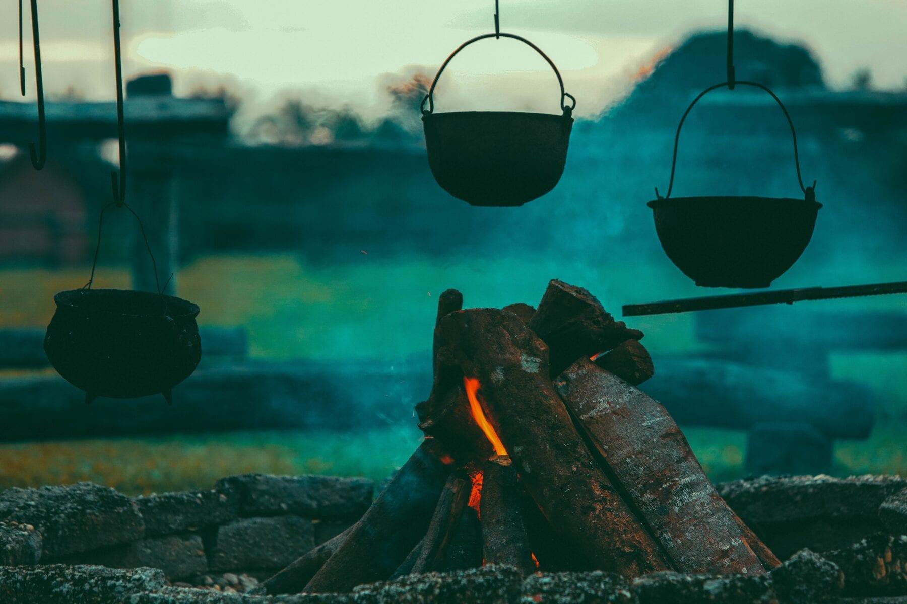 Koken op vuur pot