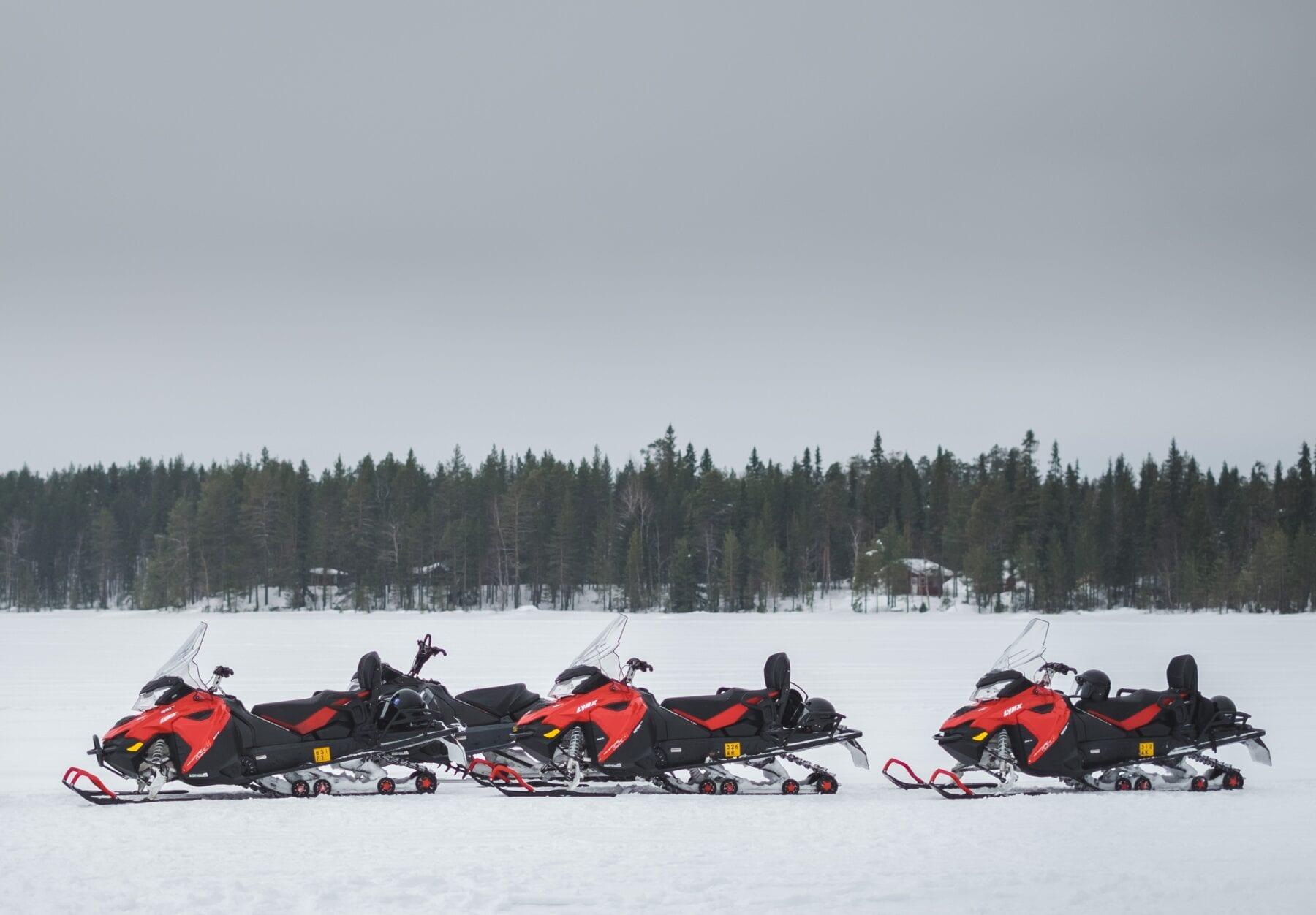 25 prachtige foto's van Lapland sneeuwscooters