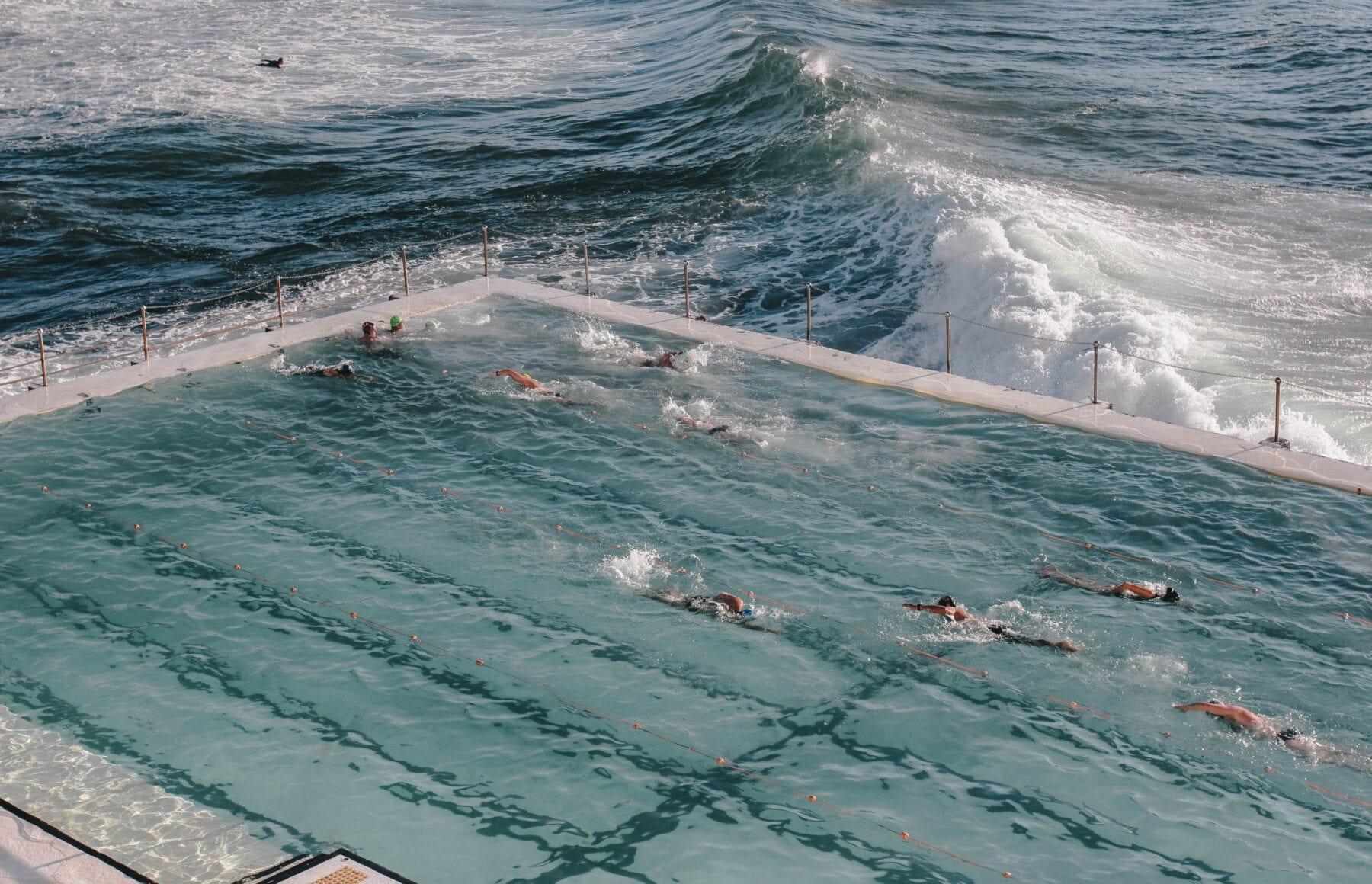 Zwembad aan zee