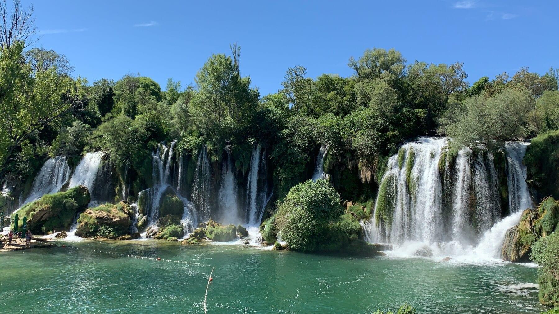 Watervallen in de natuur van Bosnië en Herzegovina