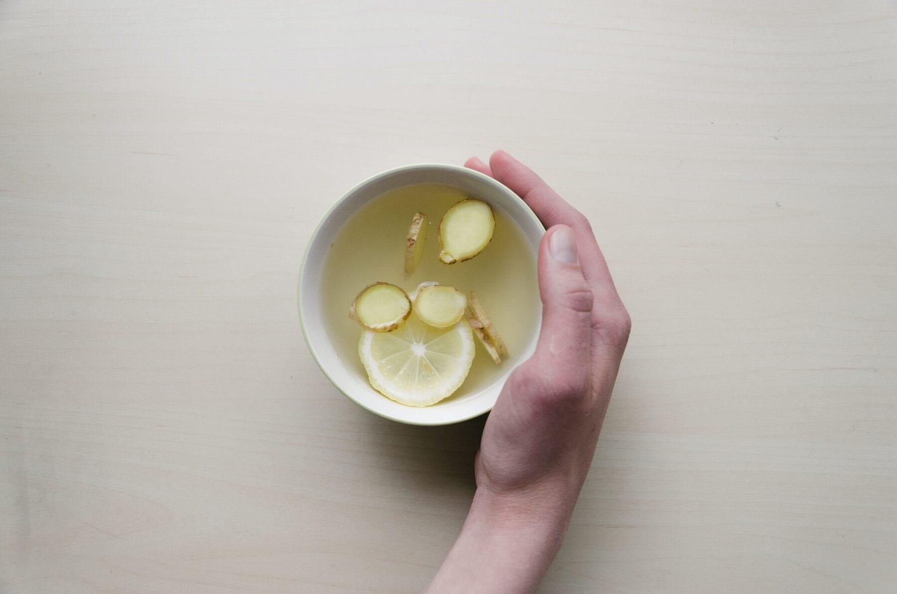 Koude handen? Drink gember thee