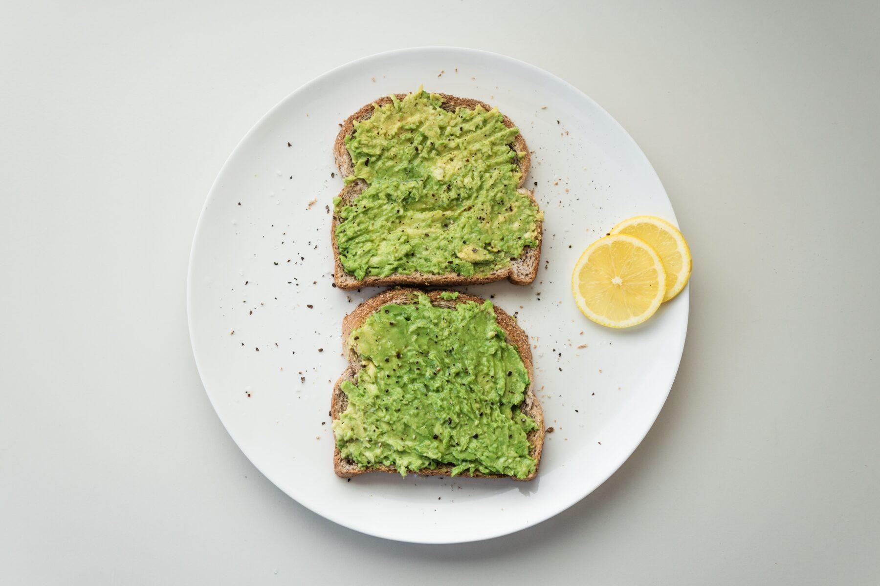 vegan ontbijtjes avocado toast