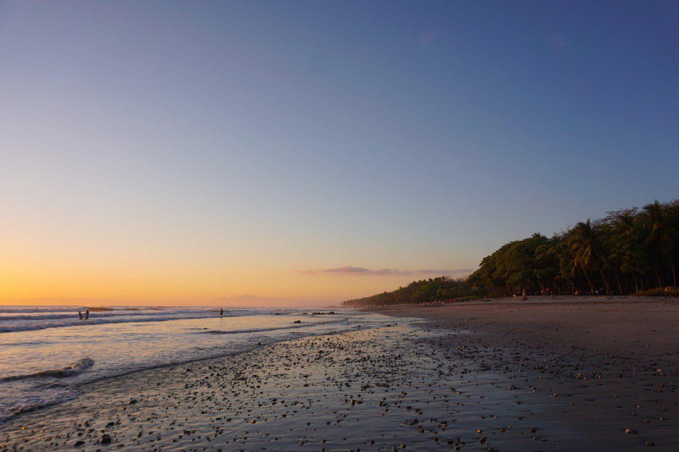 Ongerept Costa Rica zonsondergang strand