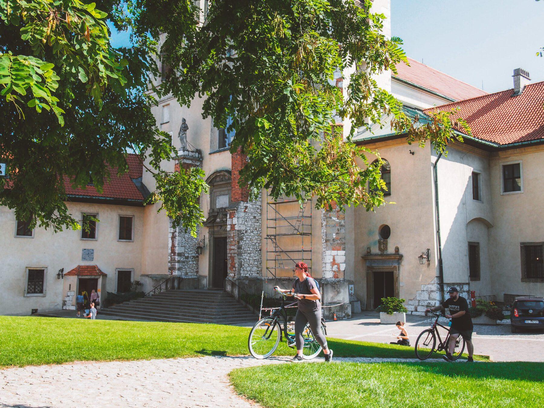 Fietsen in Polen bij het klooster van Tyniec